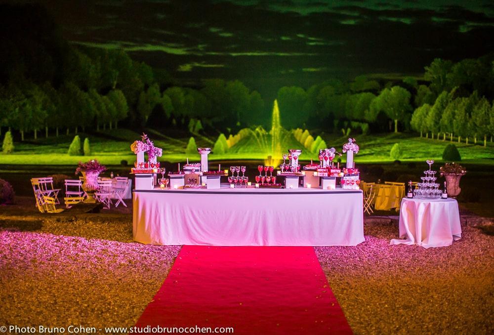buffet des desserts devant le parc du chateau de champlatreux