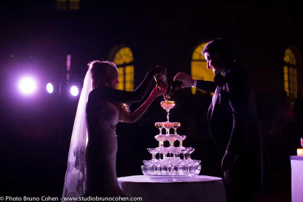 pyramide de champagne faites par les maries
