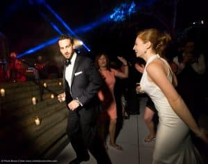 mariage-new-york-jardin-botanique-couple-maries-invites