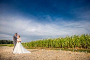 mariage-champetre-bucolique-couple-baiser-clos-barisseuse