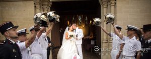 mariage-chantilly-mercure-couple-baiser-ceremonie-reliegieuse