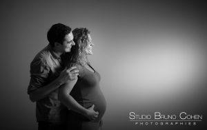seance-enceinte-couple-studio-senlis-oise-bebe-grossesse