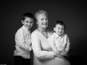 mamie-grand-mere-enfants-famille-studio-senlis-shooting-seance-photo-oise-senlis