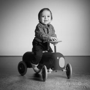 studio-senlis-portrait-enfant-bebe-voiture-famille