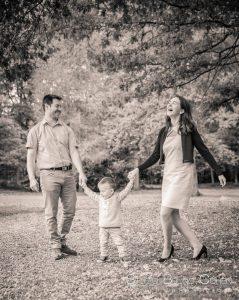portrait-exterieur-chantilly-famille-avant-mariage