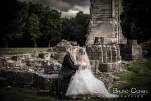 mariage-abbaye-de-chaalis-ruine-couple-photo-parc