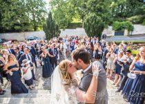 mariage-mairie-luzarches-couple-baiser-invités