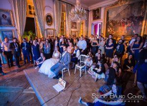 mariage-couple-chateau-champlatreux-invités-videoprojecteur