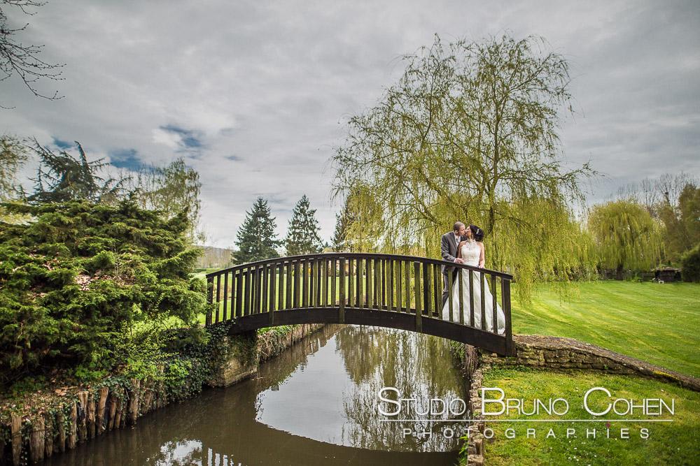 mariage-moulin-bechet-croisy-sur-eure-mariés-parc-couple-baiser