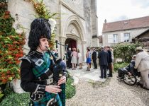 mariage-chateau-verderonne-eglise-borest-couple-mariés-cornemuse-ecosse-kilt