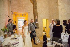 mariage-chateau-verderonne-eglise-borest-oise-couple-mariés-kilt