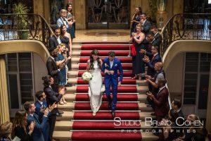 mariage-mairie-vincennes-couple-invités-sortie