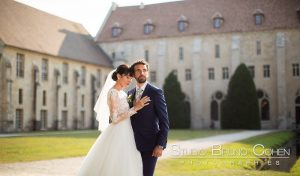mariage-abbaye-royaumont-couple-parc-oise