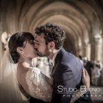 mariage-abbaye-royaumont-couple-baiser-cocktail-oise