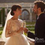 mariage-abbaye-royaumont-couple-cocktail-robe-mariés