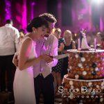 mariage-abbaye-royaumont-gateau-piece-montée-couple-mariés