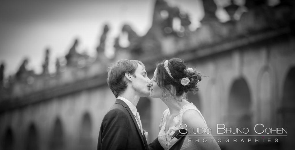 maries s'embrassent apres leurs retrouvailles