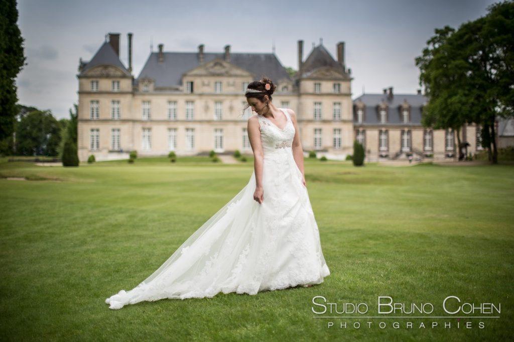 mariée devant le chateau de raray