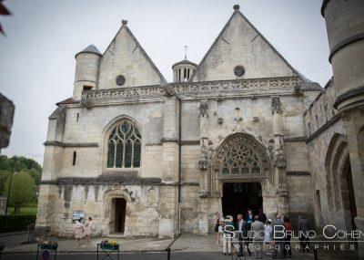 mariage-oise-senlis-eglise-pierrefonds-couple-mariés-invités-ceremonie-religieuse