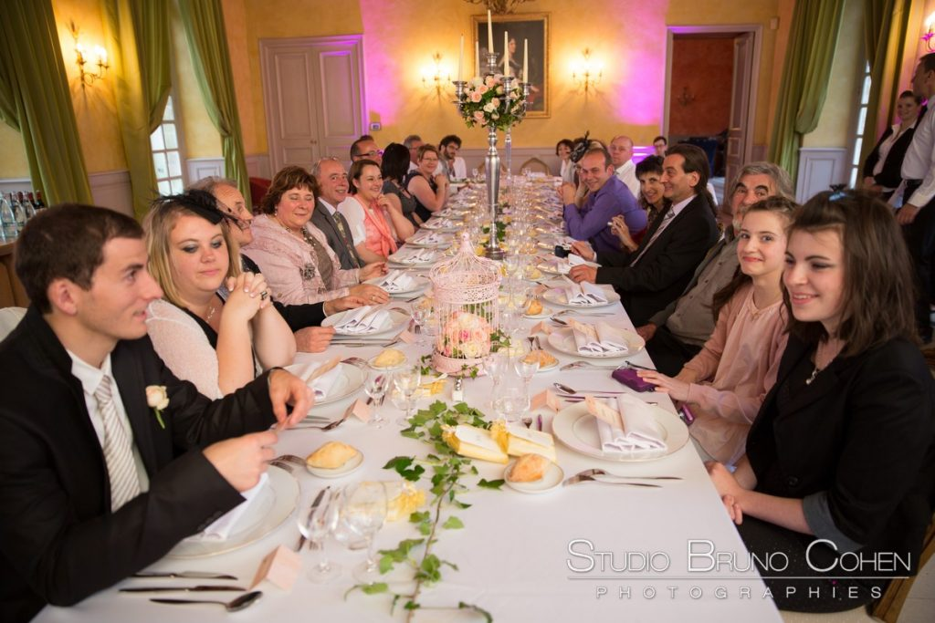 invites assis pour le diner