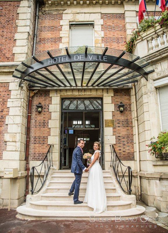 maries sur les marches de la mairie de claye souilly