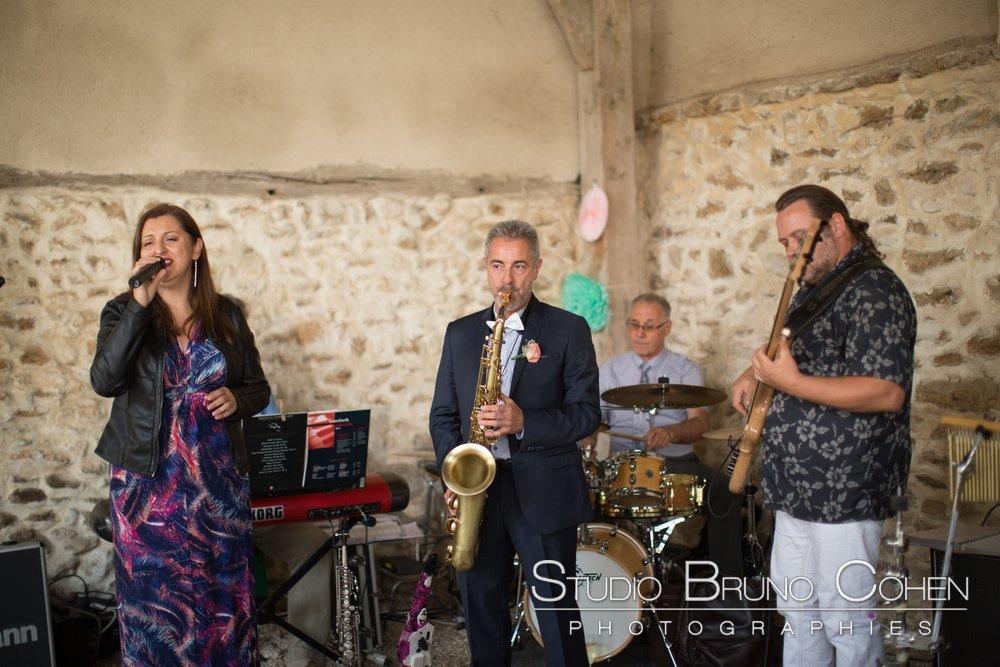 orchestre joue du jazz pour le cocktail