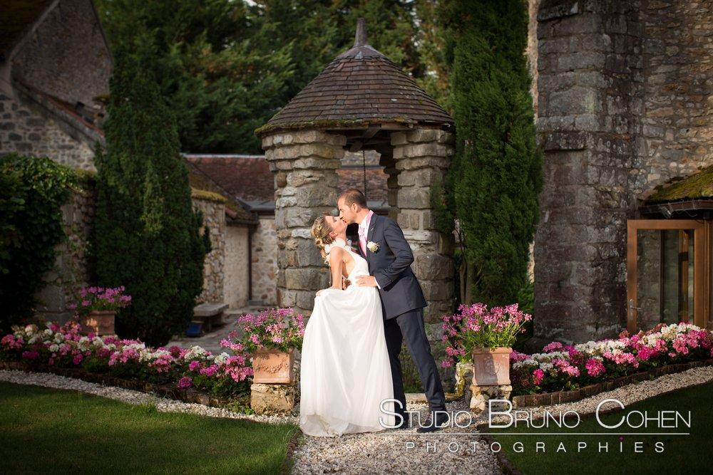 portrait de couple dans le parc du prieure vernelle