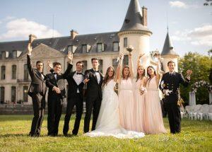 mariage-chateau-ermenonville-groupe-mariés-témoins