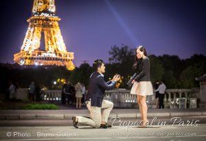 paris-demande-en-mariage-couple-alliance-proposal-ring-tour-eiffel