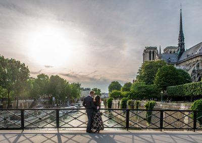 proposal-paris-photographer-notre-dame-engagement-couple-portrait-20180511_4014