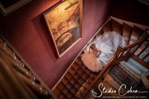 mariage-chantilly-chateau-de-la-tour-escalier-mariée