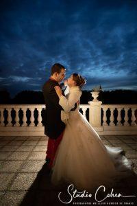mariage-chateau-de-la-tour-mariés-couple-terasse-chantilly