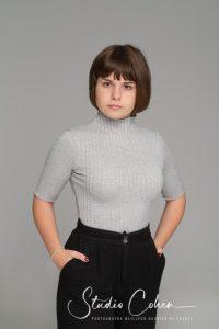 portrait-jeune-fille-mode-casting-fond-uni-studio-senlis-oise