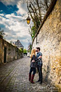 mariage-rue-senlis-preparation-baiser-couple