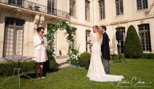mariage-chateau-ermenonville-ceremonie-laique-couple-officiant