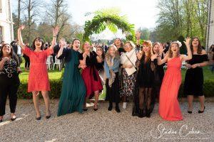 mariage-chateau-ermenonville-ceremonie-laique-groupe-temoins-invités
