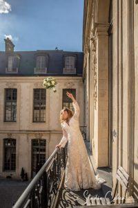 mariage-chateau-ermenonville-lancer-bouquet-mariée-ceremonie-laique
