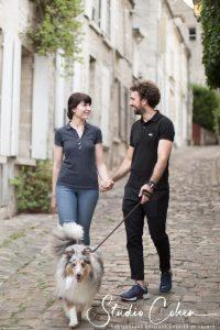 mariage-preparation-rue-senlis-chien-couple-famille