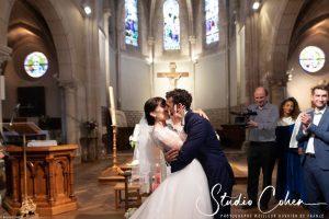 mariage-eglise-coye-la-foret-couple-baiser