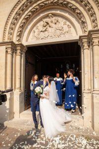 mariage-eglise-coye-la-foret-baiser-couple-gospel