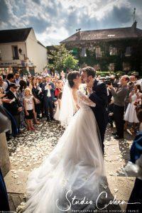 mariage-eglise-coye-la-foret-baiser-invités