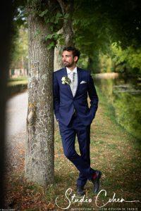 mariage-abbaye-royaumont-parc-marié-homme-costume