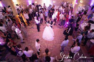 mariage-royaumont-abbaye-premiere-danse-invités-mariés-couple