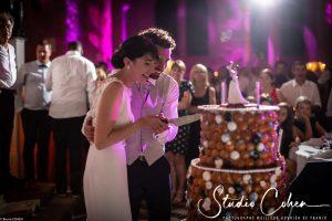 mariage-abbaye-royaumont-couple-mariés-gateau-pièce-montée