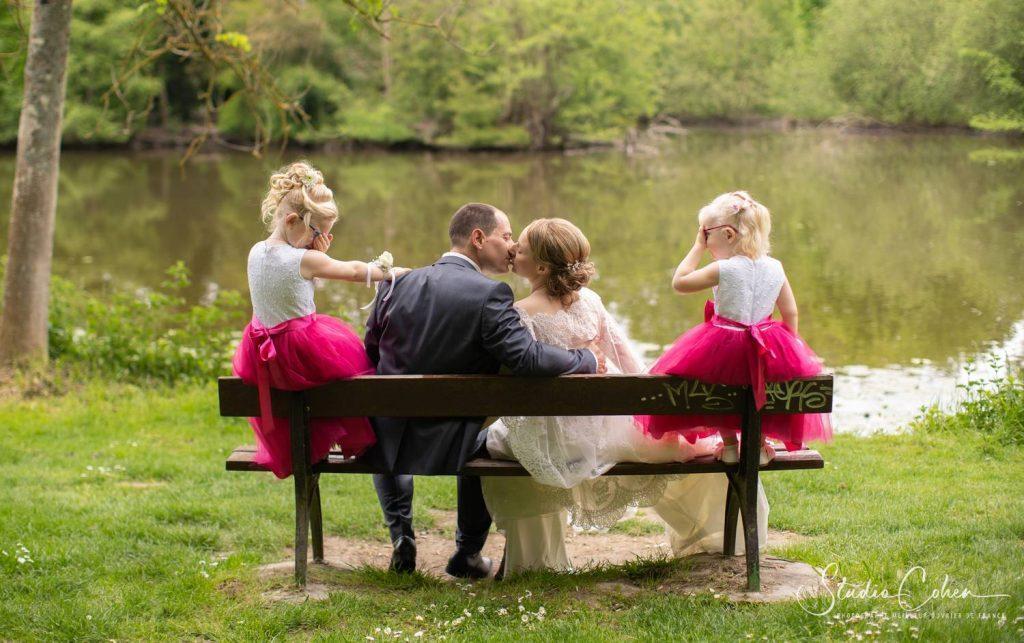 Photo-couple-osny-bastide-mariage-famille-enfant-baiser