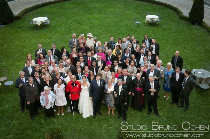 photo de groupe sur la pelouse prise depuis le balcon du Chateau d'Ermenonville